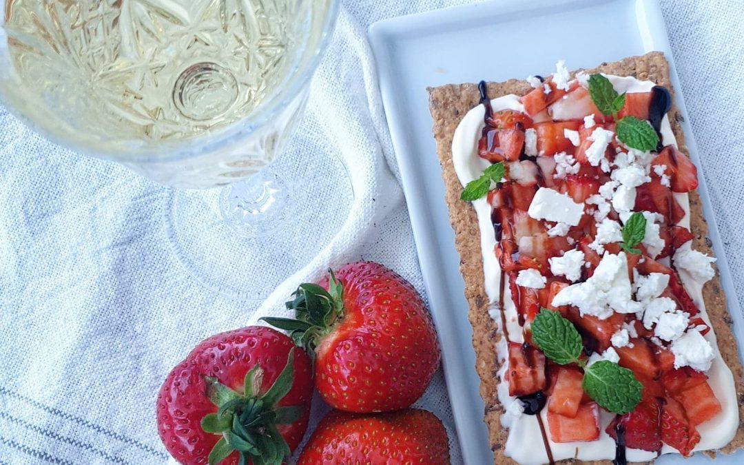 Knäcke med jordgubbar & balsamico
